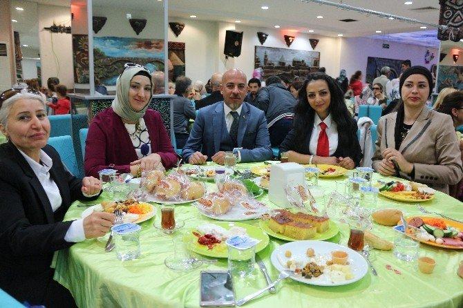 Konya Berberler ve Kuaförler Odası kadın üyeleriyle kahvaltıda buluştu