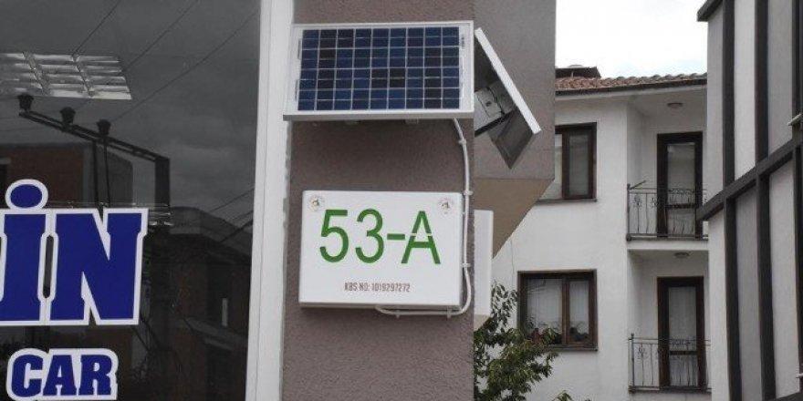 Güneş enerjili kapı numaraları geliyor