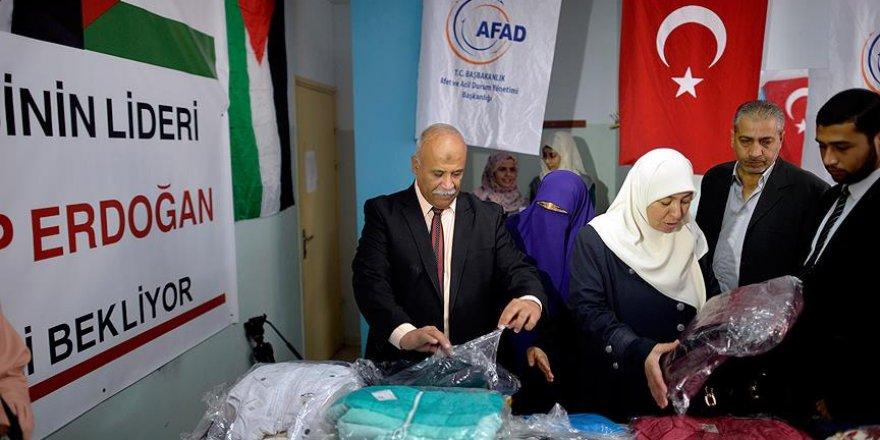 Türkiye'den Gazze'ye gönderilen çocuk kıyafetleri dağıtıldı