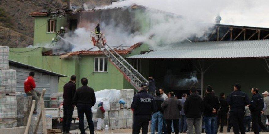 Amasya'da soğuk hava deposunda yangın