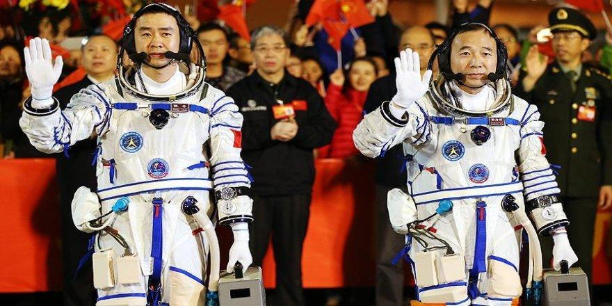 Çinli astronotlar uzay istasyonunda
