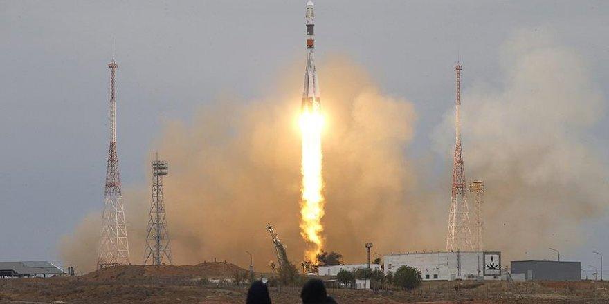 UUİ'ye gidecek ekibi taşıyan Soyuz fırlatıldı
