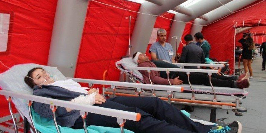 Sivas'ta deprem ve yangın tatbikatı gerçeğini aratmadı