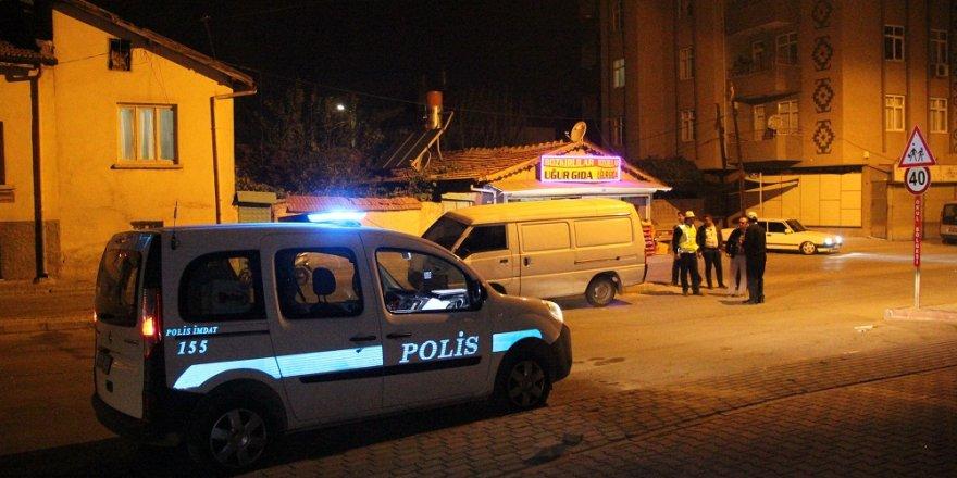 Konya'da otomobil, mendil satan kardeşlere çarptı: 1 ölü