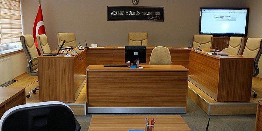 Erzurum'da 1 hakim ve 16 öğretmen FETÖ'den tutuklandı