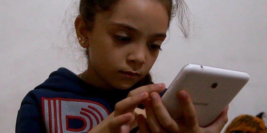 7 yaşındaki Bena Halepli çocukların sesini dünyaya duyurmaya çalışıyor