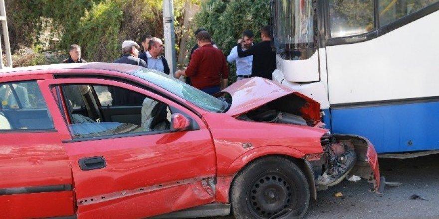 EGO otobüsüyle otomobil kafa kafaya çarpıştı: 2 yaralı