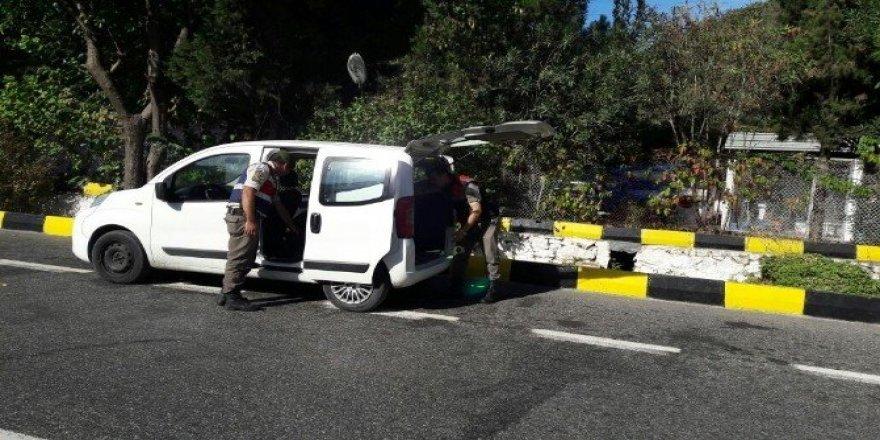 Marmaris'te 263 şişe kaçak içki ele geçirildi