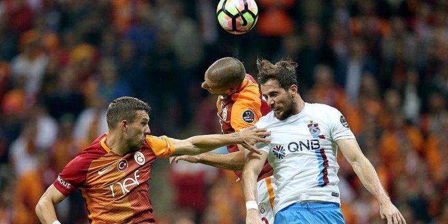 Galatasaray ilk yenilgiyi Trabzonspor'dan aldı