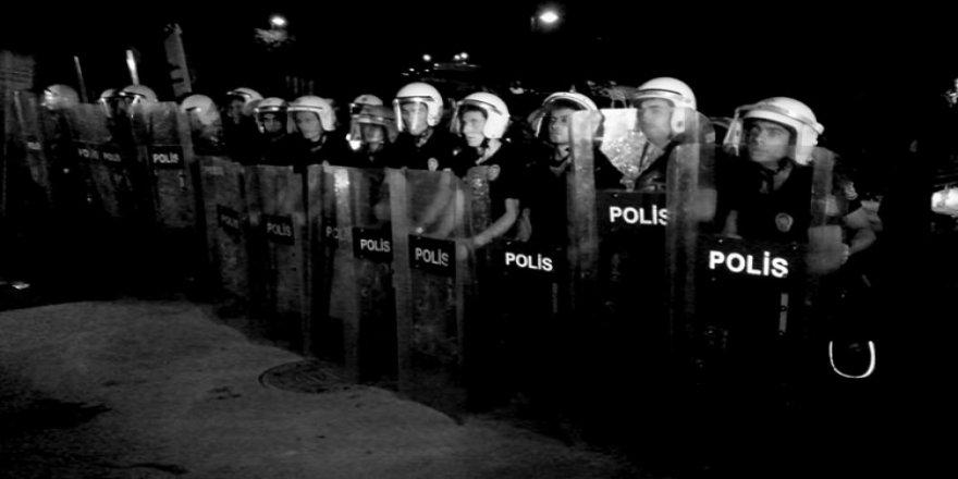 Polislere atılan o mesaj: Yarın asker oluyoruz!