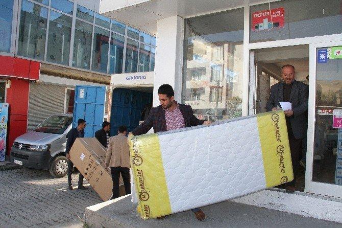 Şırnak'tan Muradiye'ye gelen aileye destek