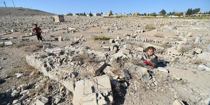 DEAŞ mezarlıkları bile tahrip etmiş