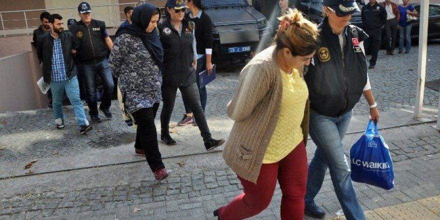 İzmir'de yakalanan bombacılar adliyeye sevkedildi