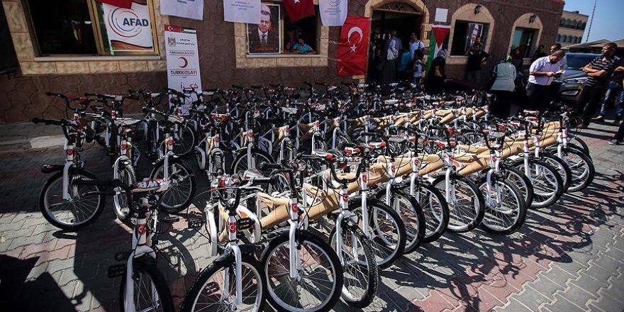 Erdoğan'ın hediye ettiği bisikletler Gazze'de dağıtılıyor
