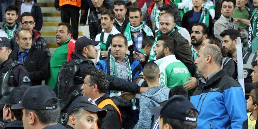 Konyaspor-Fenerbahçe maçında kısa süreli gerginlik