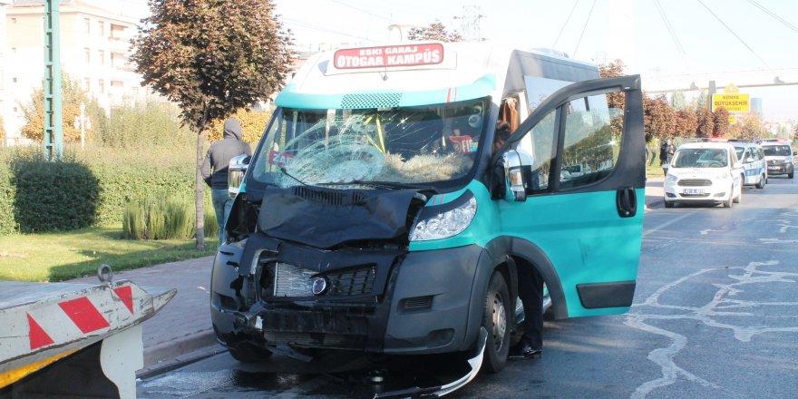 Konya'da minibüsün çarptığı 2 lise öğrencisi hayatını kaybetti