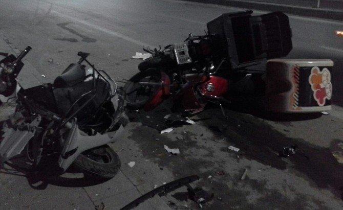 Motosikletlere çarpan otomobil, iş yerine vurarak durabildi