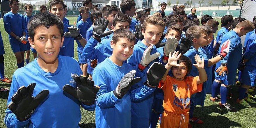 Vural ve Mandıralı'dan gençlere futbol eğitimi