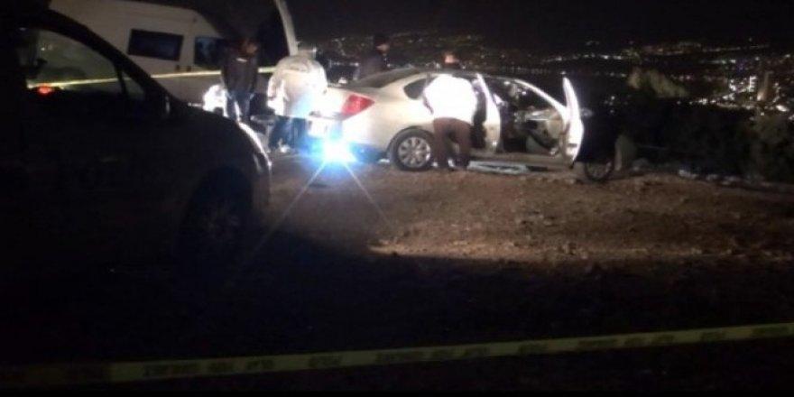 İzmir'de otomobilde infaz