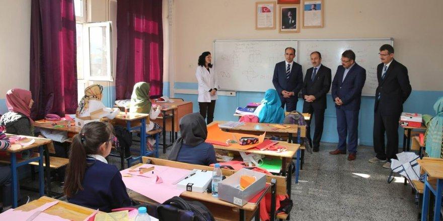 """Başkan Altay, """"Kütüphanelerimizden faydalanın"""""""