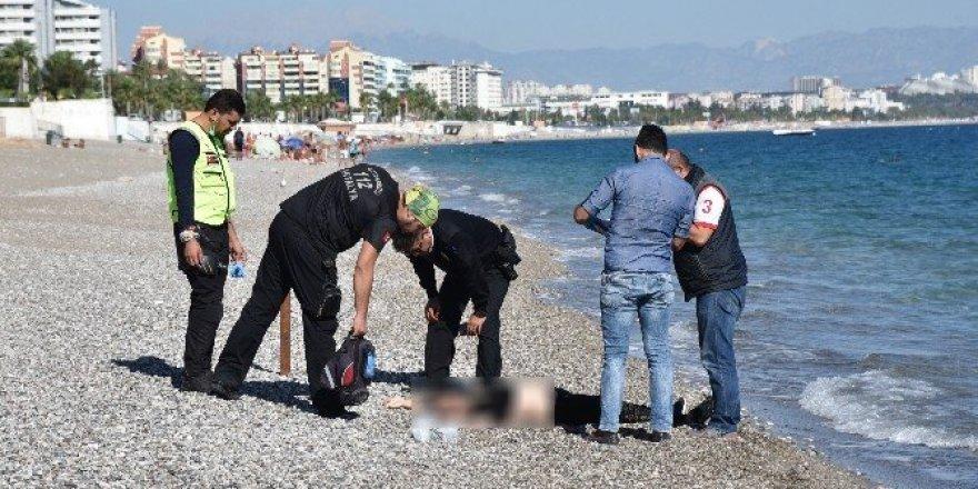 Antalya'da sahilde kadın cesedi bulundu