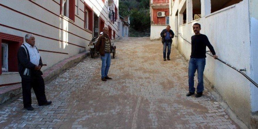 10 yıldır yapılmayan sokak 2 günde yapıldı