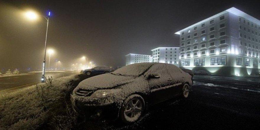 ARÜ Yenisey yerleşkesine kar yağdı
