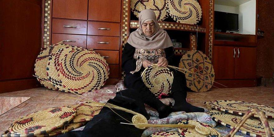 Filistinli Nazmiye'nin geçim kaynağı: 'hasır zanaatı'