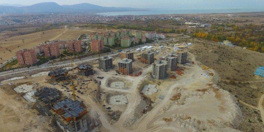 Beyşehir'de yeni toplu konutlar yükseliyor