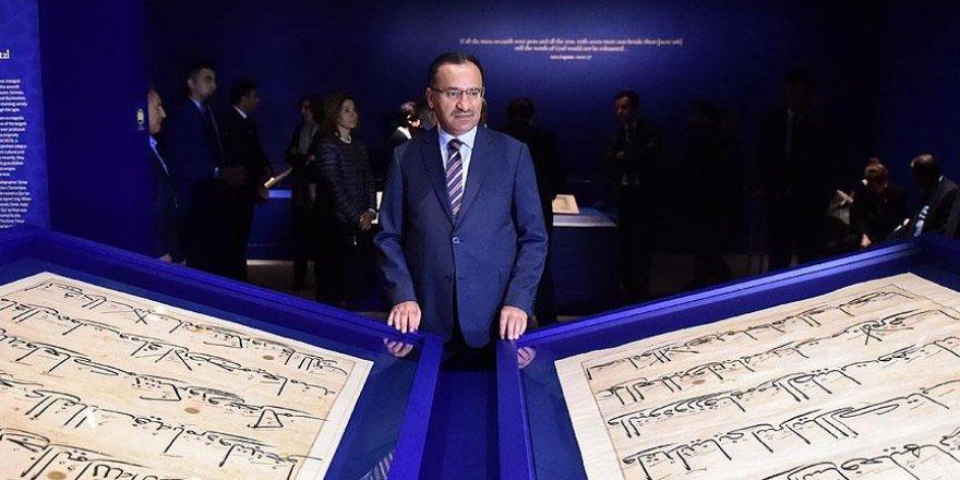 Bakan Bozdağ Kur'an-ı Kerim sergisini ziyaret etti