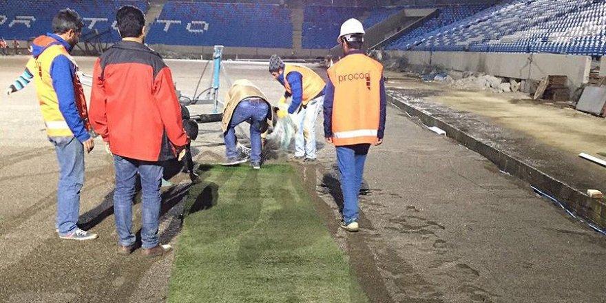 Akyazı Stadı'nda çim serme çalışması başladı