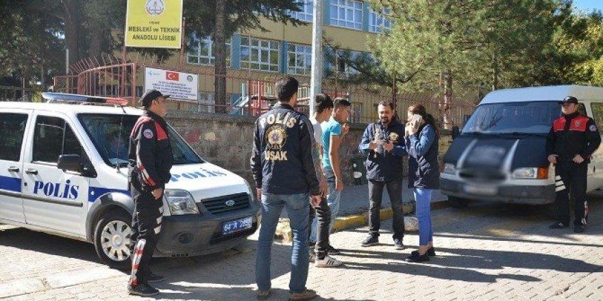 Polis okullar bölgesini boş bırakmıyor