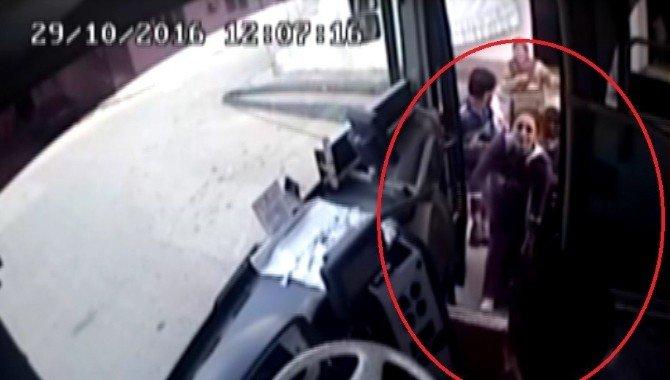 Kahraman şoför rahatsızlanan kadını hastaneye yetiştirdi