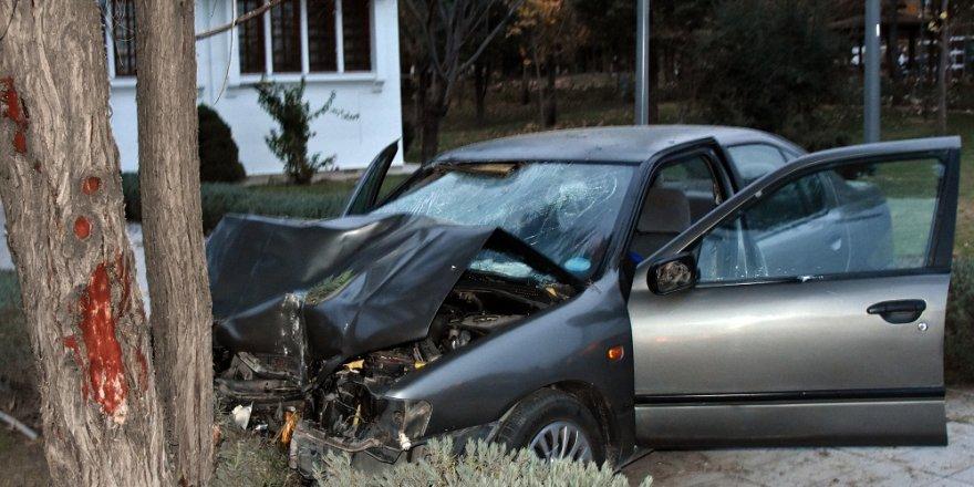 Konya'da otomobil parkta yürüyen yayaya çarptı: 1 ölü, 2 yaralı
