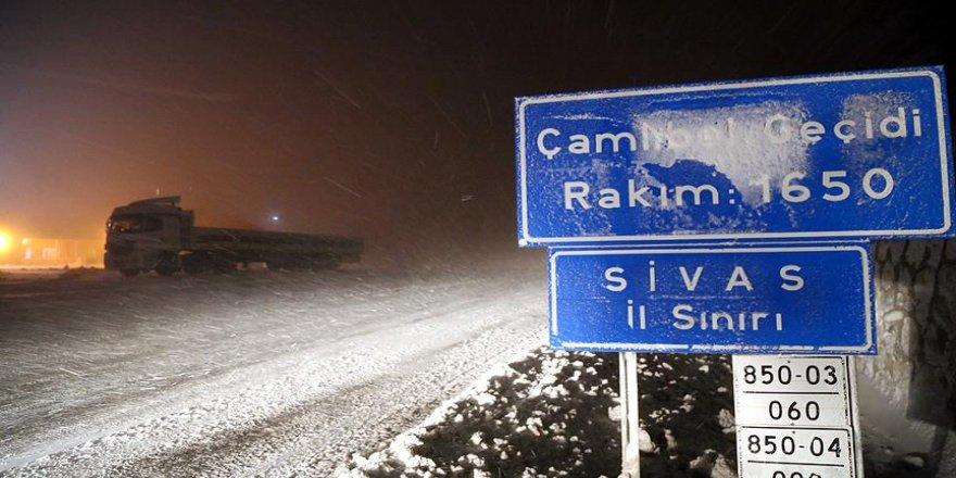 Sivas'ta kar yağışı etkili oluyor