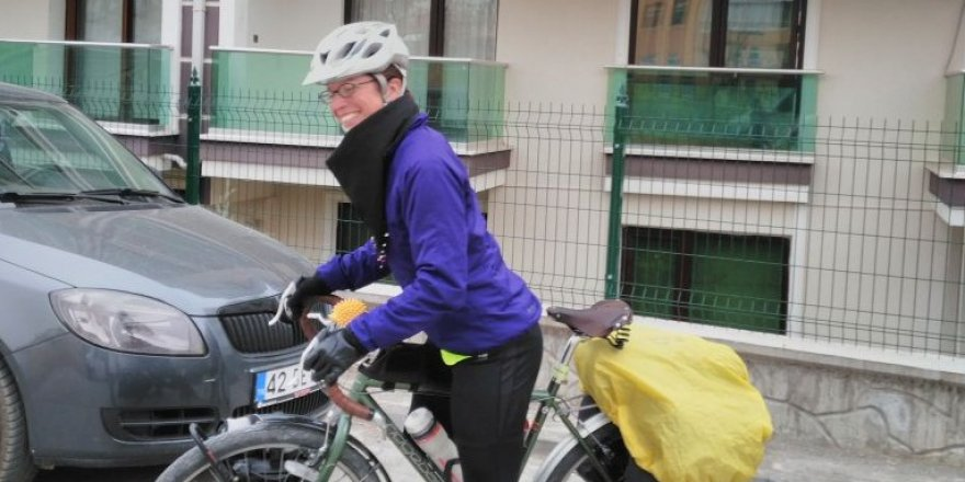 İngiliz Alice öğretmenliği bırakarak bisikletiyle dünya turuna çıktı
