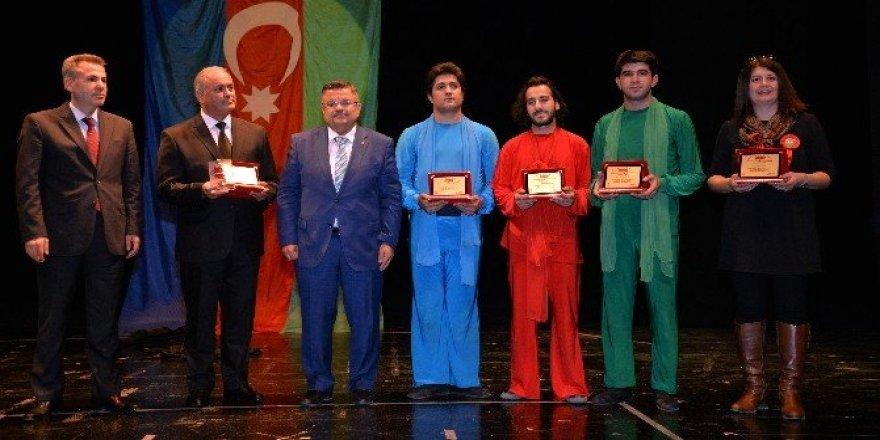 """Behzat Uygur: """"Tiyatro, dizi sektörünün arkasında kalmaz"""""""