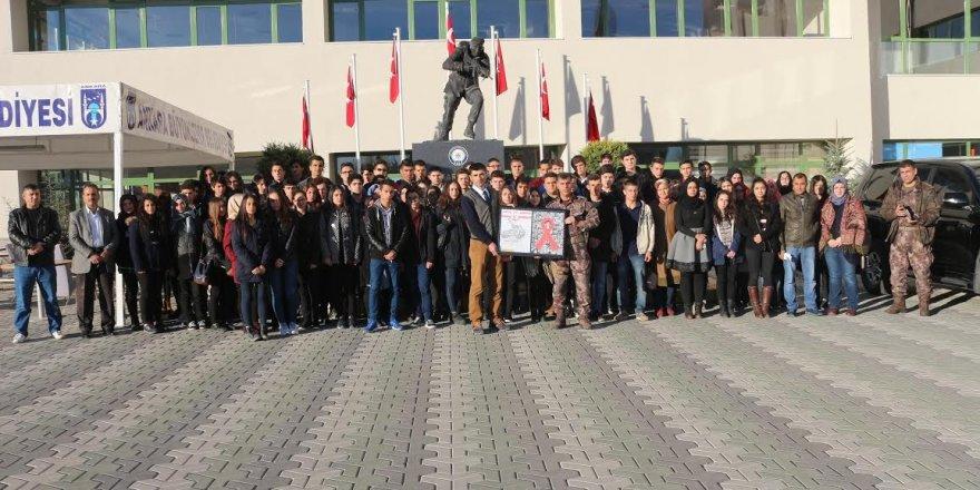Öğrencilerinden Gölbaşı Özel Harekat Daire Başkanlığına ziyaret