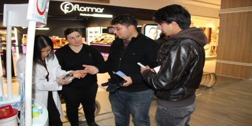 Aksaray'da vatandaşların şekeri ölçüldü
