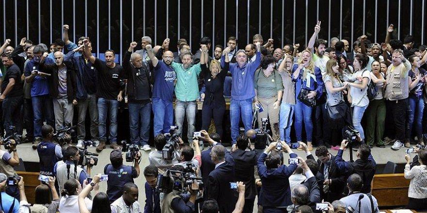Brezilya'da darbe yanlısı göstericiler Kongre'yi bastı