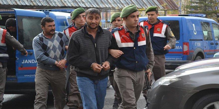 Asker arkadaşlarını define bahanesiyle dolandıran 4 kişi yakalandı