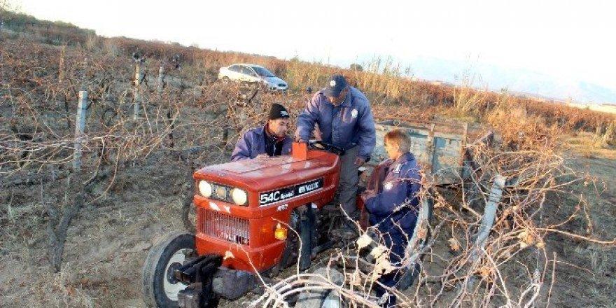Çalınan traktör, bağ arasında bulundu