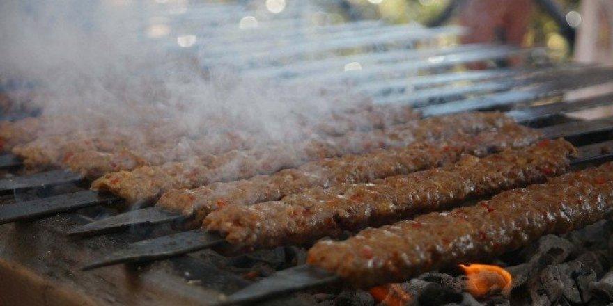 """Adana kebabı ustaları """"pilavı"""" hakaret sayıyor"""