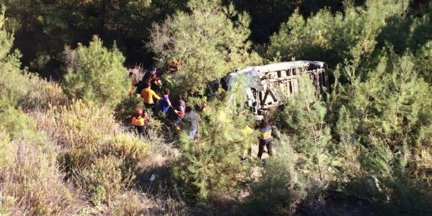 Yolcu minibüsü şarampole yuvarlandı: 2 ölü, 5 yaralı