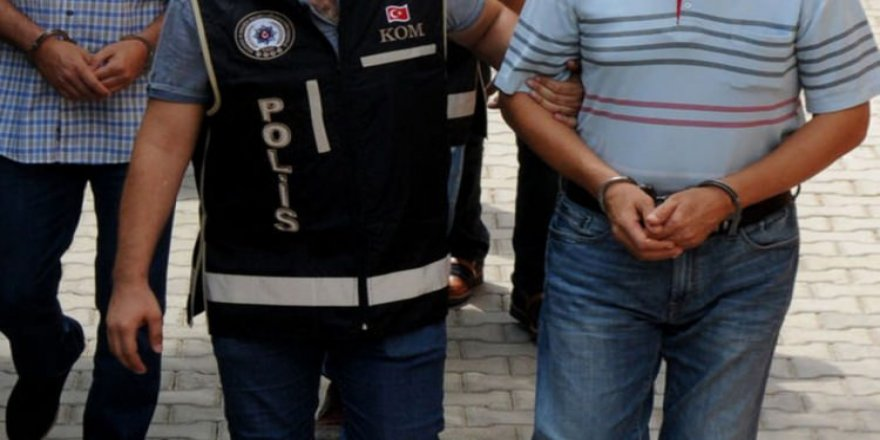 Lise öğrencilerini bıçakla gasp eden 3 sanığa 22 yıl hapis