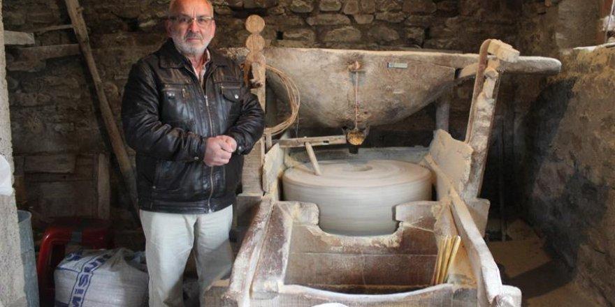 Dede yadigarı 400 yıllık su değirmenini yaşatmaya çalışıyor