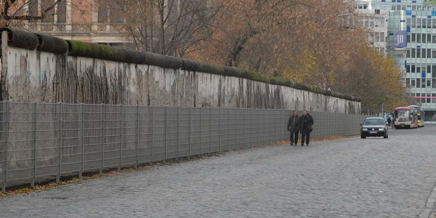 Almanya'da sığınmacılara karşı yeni 'Berlin Duvarı' inşa ediliyor