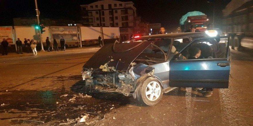 Düğüne ve cenazeye giden araçlar çarpıştı: 5 yaralı