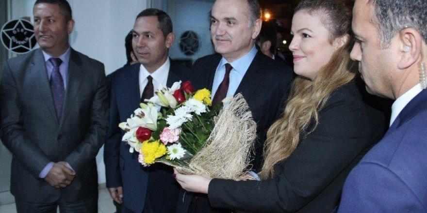 Bakan Faruk Özlü'ye doğum günü sürprizi