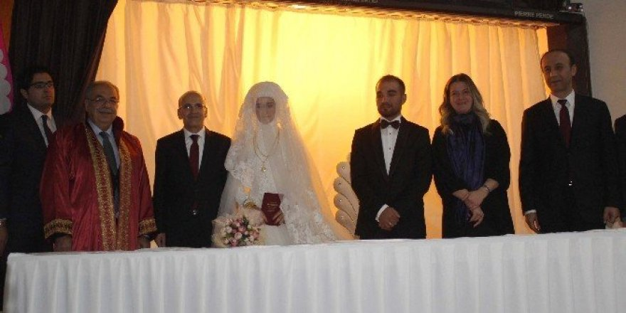 Başbakan Yardımcısı Mehmet Şimşek'in mutlu günü